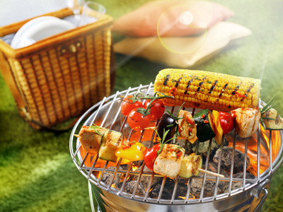Grillparty beim Camping (c) stockcreations - Fotolia.com